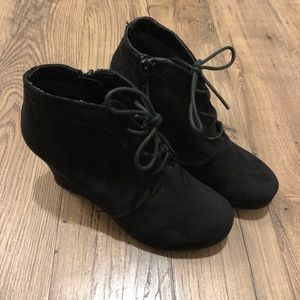 EUC Mossimo Suede Wedge Booties - 7